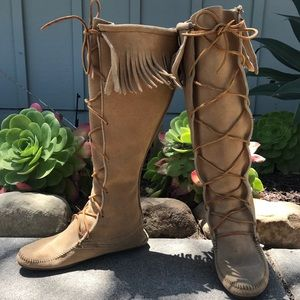 Minnetonka suede tall front lace fringe boots